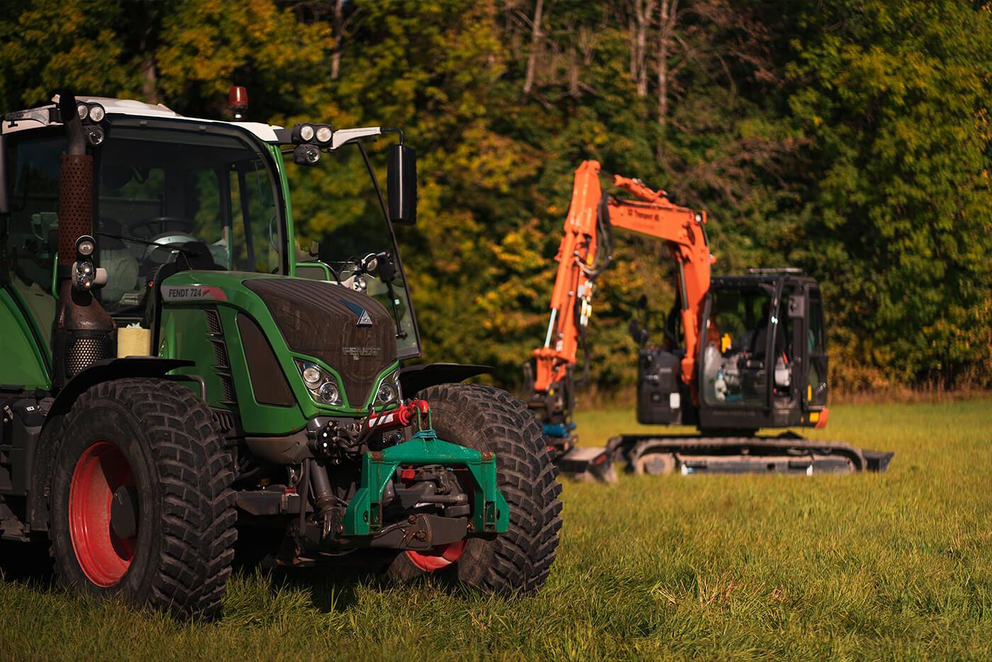 Massetransport med traktor og gravemaskin